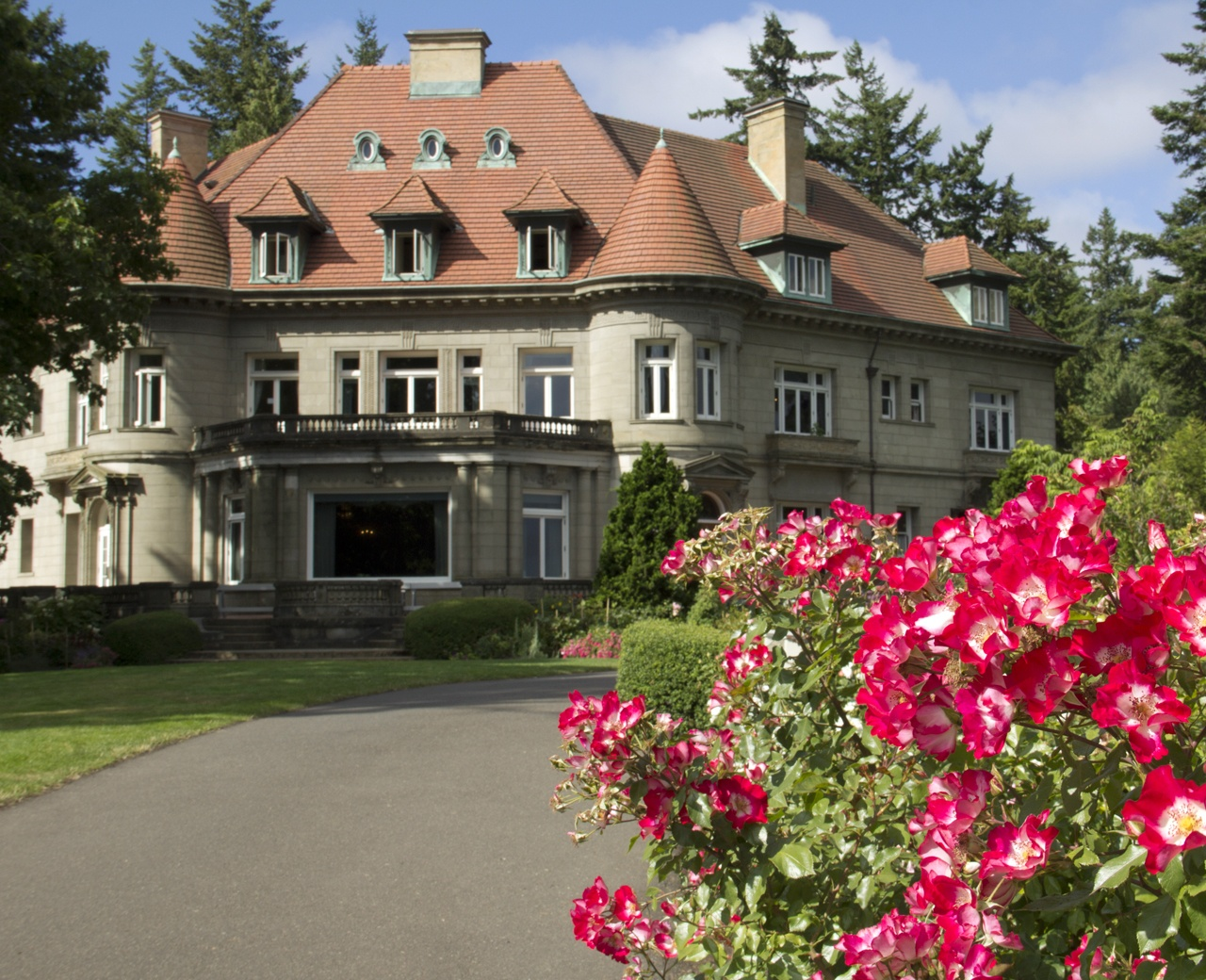 exterior of Pittock Mansion