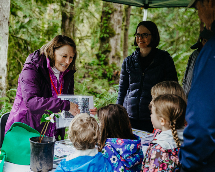 woman teaching children about nature at Tryon Creek Park
